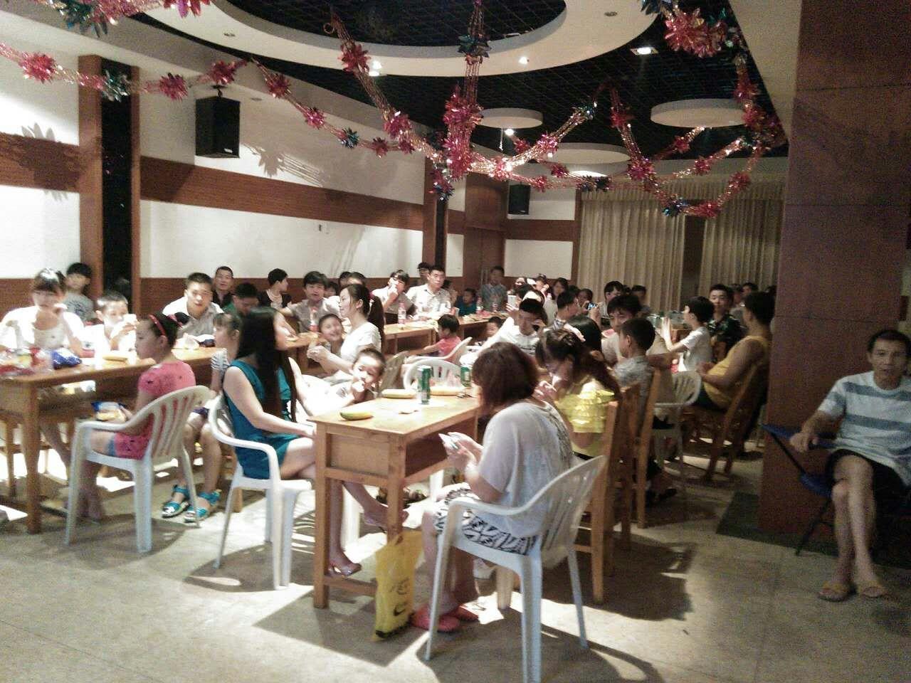 科尔纺织车间自发组织员工晚会